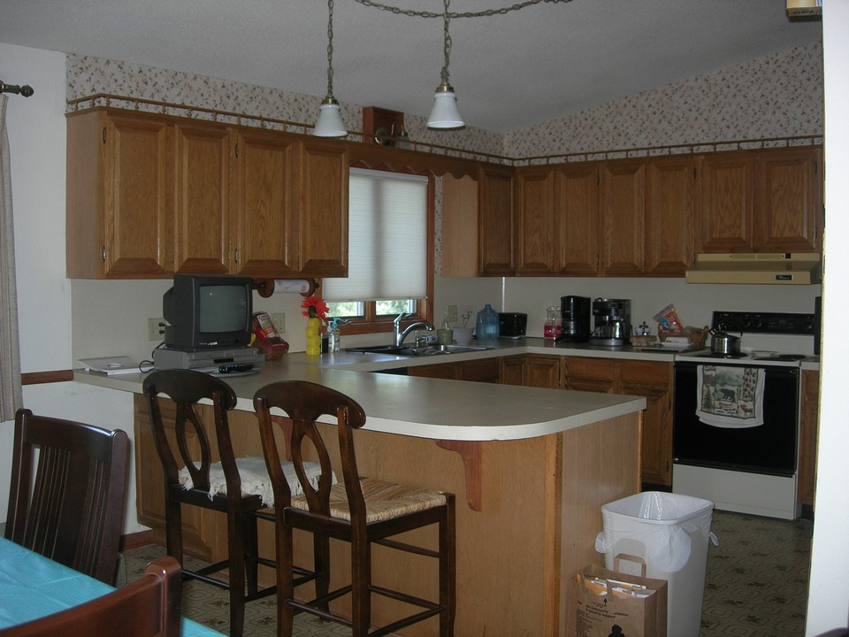 506 annis avenue lakefield mn jackson county mn real for Kitchen designs for split level homes