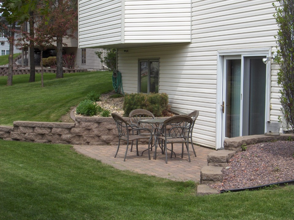 Walkout patio | The Great Outdoors | Pinterest on Walkout Patio Ideas id=48121